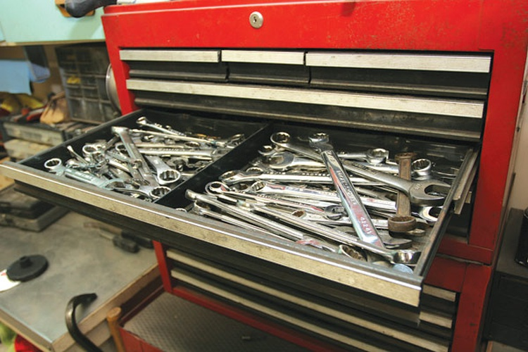 and tools, the easier it will be to find what you need quickly. Our metric and SAE wrenches are divided, and some people go as far as to cut out a foam slot for each individual wrench.