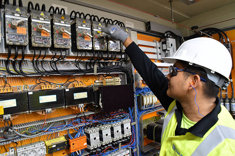 visual inspection and mechanical inspection during power up stage of commissioning