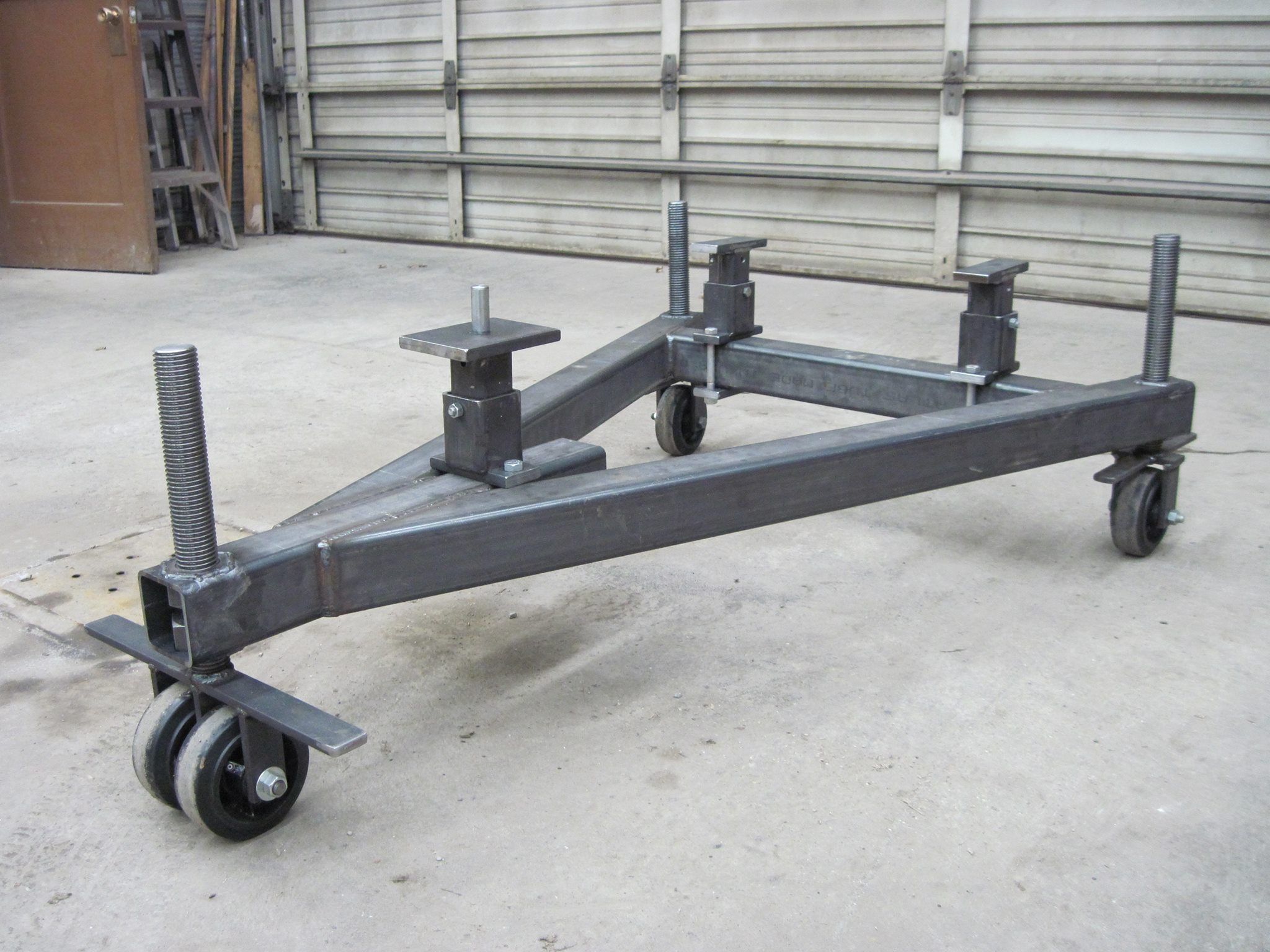 Ih Splitting Stands : Main frame splitting stand general ih red