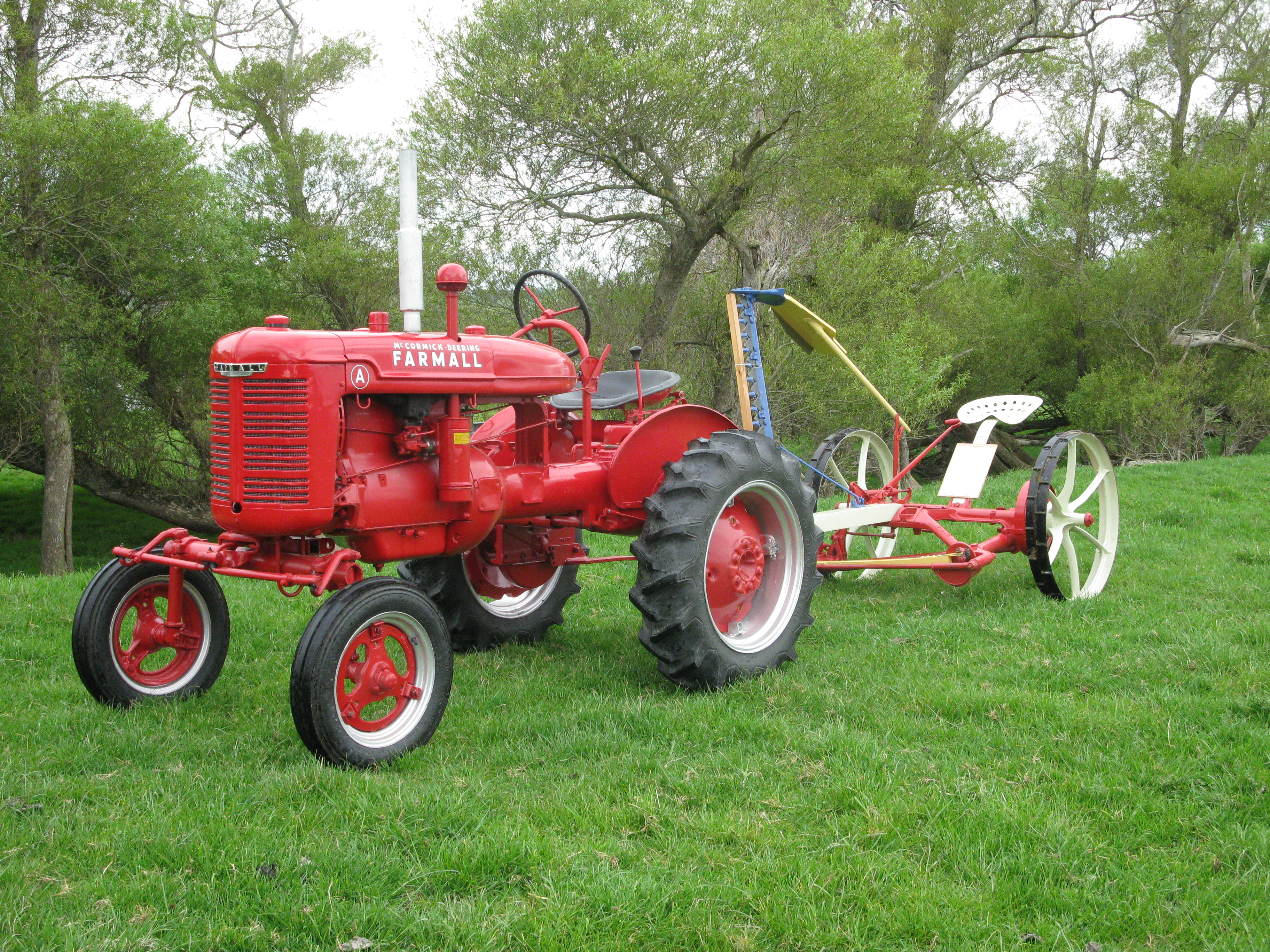 McCormick-Deering mower - General IH - Red Power Magazine
