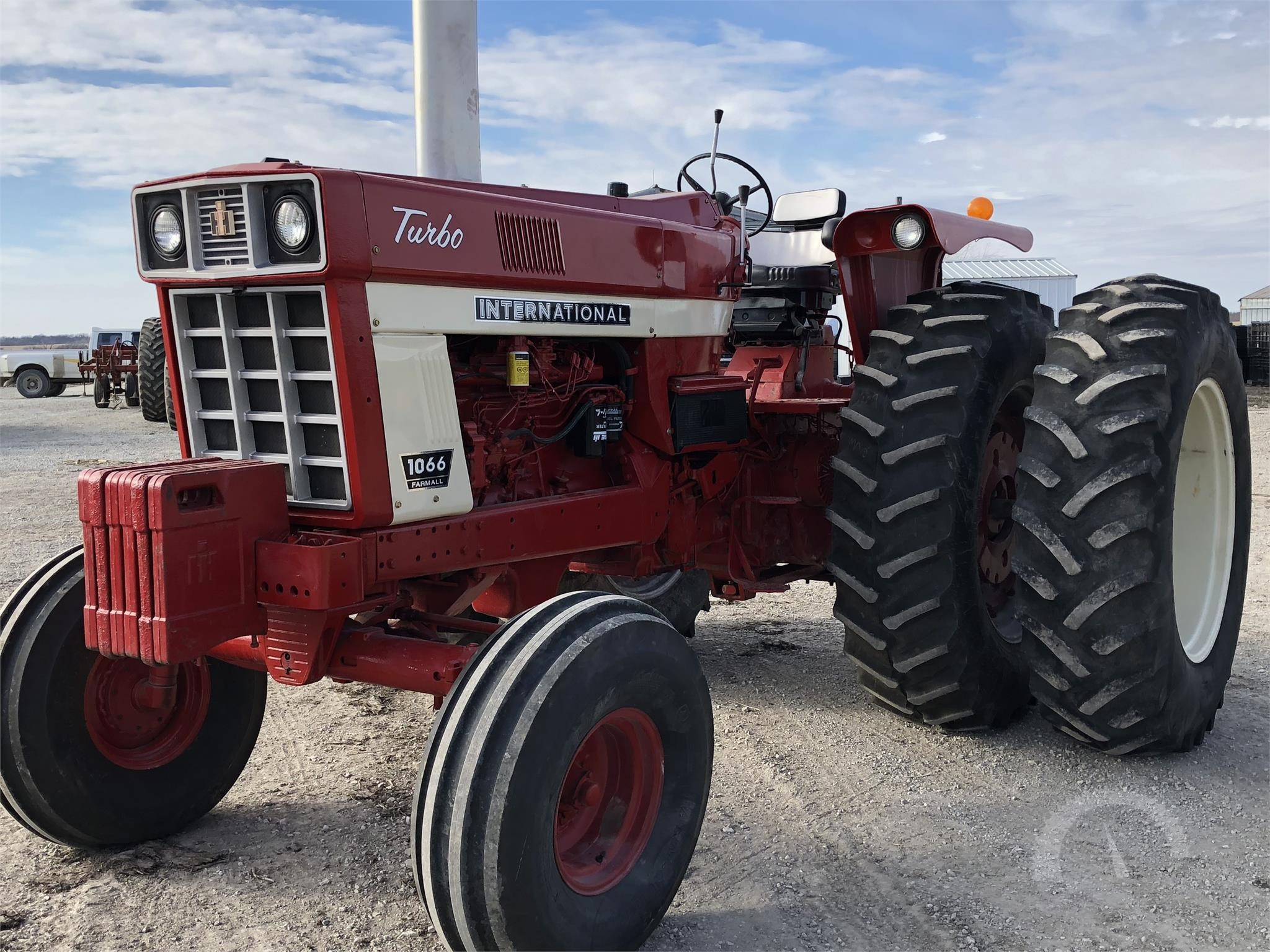 Identify the problem on this IH Farmall 1066 - Coffee Shop