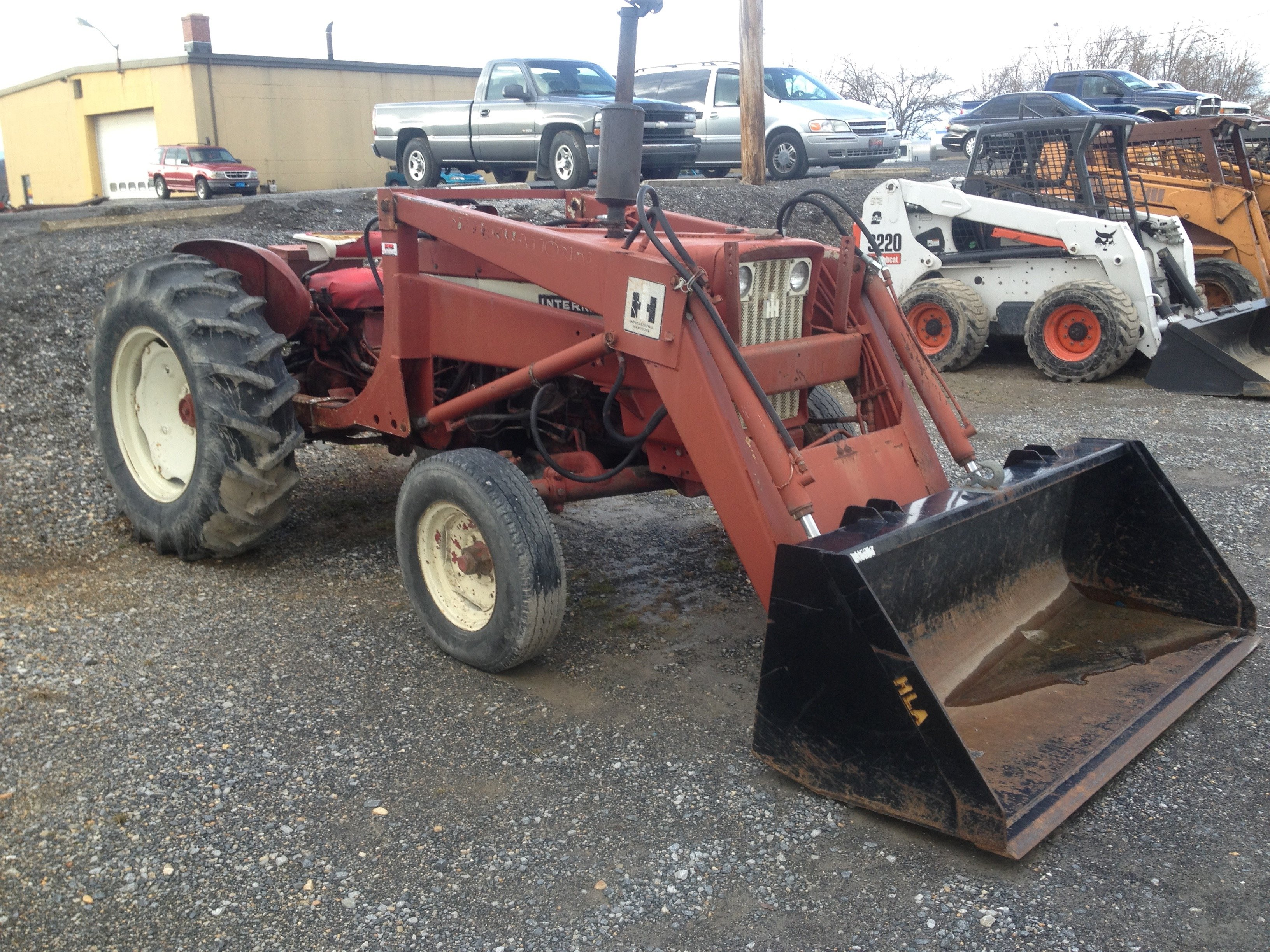 Here is a rare tractor, an International 606 - General IH