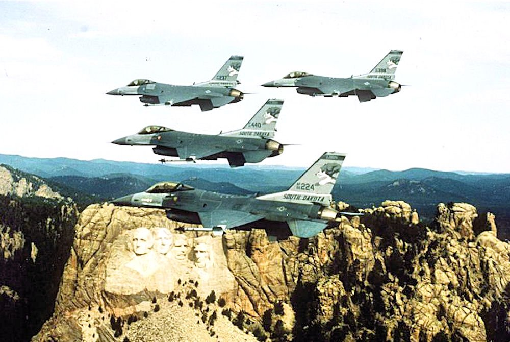 175th_Fighter_Squadron_-_4_F-16_Formation_over_Mount_Rushmore.jpg.15d74ecc72c72a0a652fc55b18573591.jpg