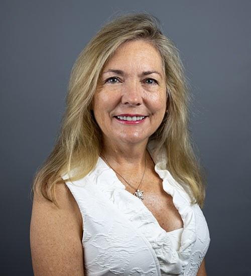 Mary Luster headshot