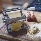 Traditional Style Pasta Machine