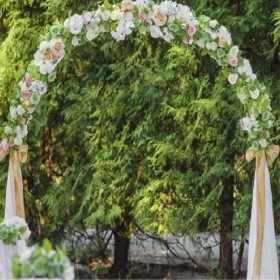 Grand wooden arch with burlap material