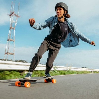 boosted plus electric skateboard picture 1