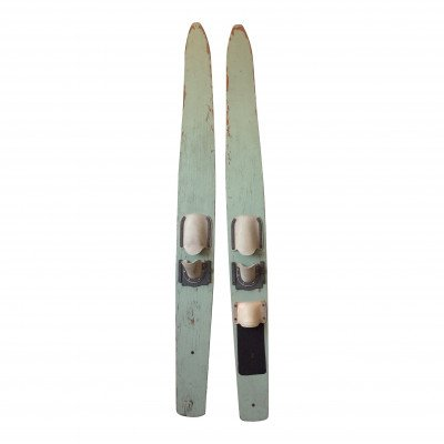 Pair of Water Skis - Décor picture 1
