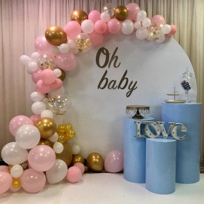 White Round with balloons garland picture 1