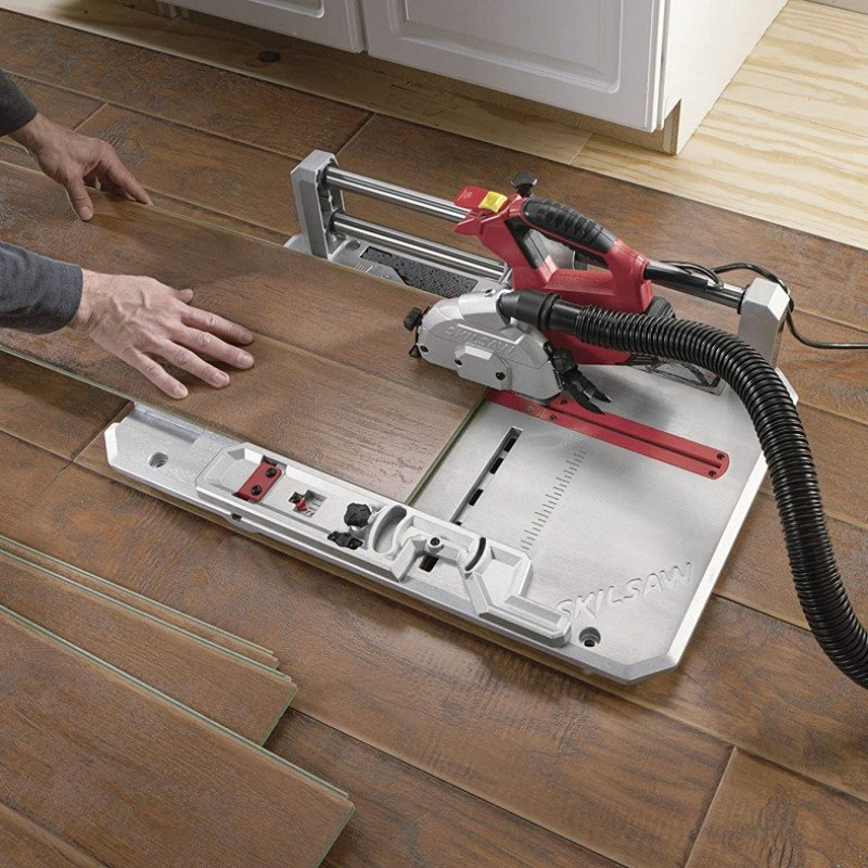 flooring saw with contractor blade