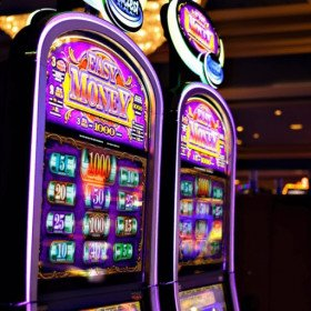 3 Slot Machines With Dealer