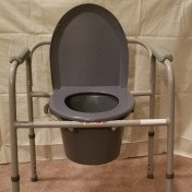 Medical adjustable toilet seat with lid and removable bucket