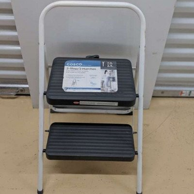 2-step Folding step stool picture 1