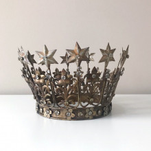 Metal crown photography prop