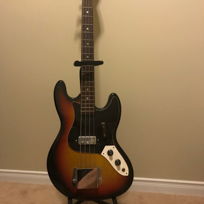 Marlin electric bass guitar and tube amp