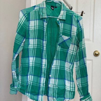 s - green plaid button up