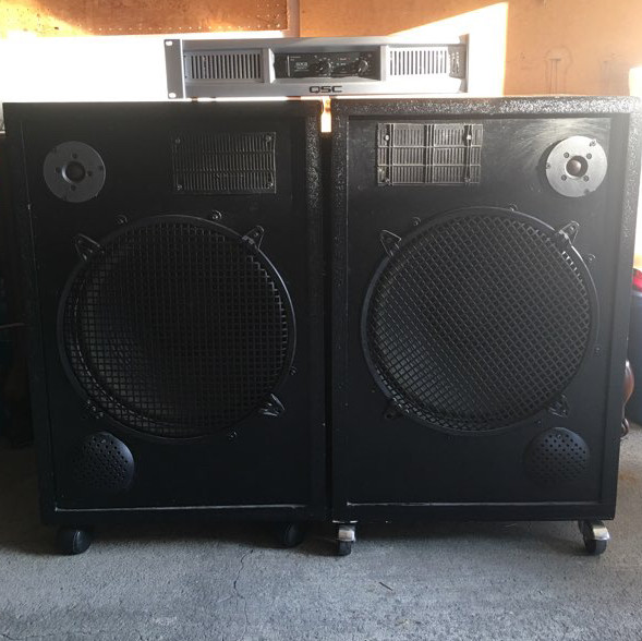 2 speakers 250 watts for each  cables