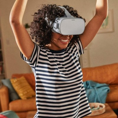 oculus go standalone virtual reality headset picture 1