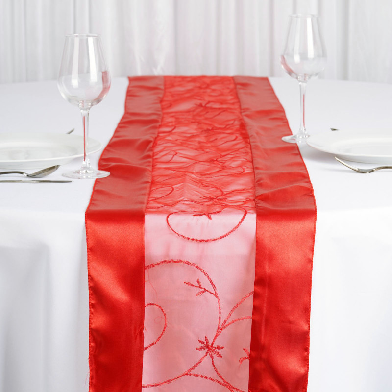 red - table runner - embroider-1