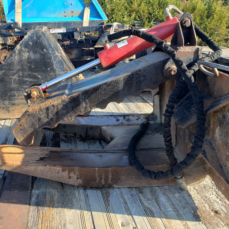 grapple attachment for skidsteer