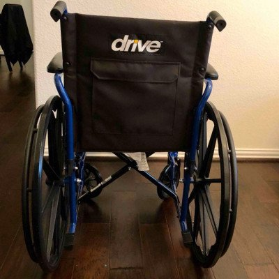 wheelchair with optional elevated leg rests-1