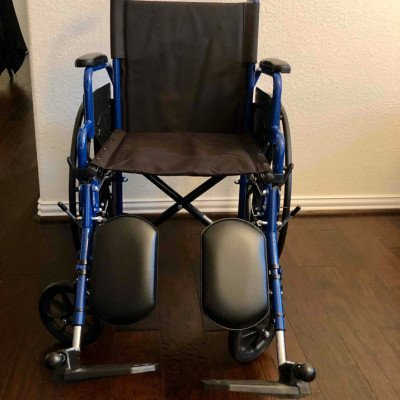 wheelchair with optional elevated leg rests-2