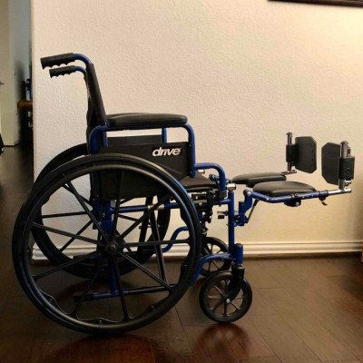 wheelchair with optional elevated leg rests-3