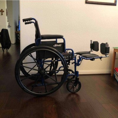 wheelchair with optional elevated leg rests-4