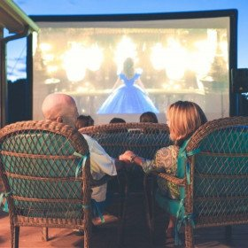 18' Backyard Silver Series Screen, Snowman and Hot Cocoa Party