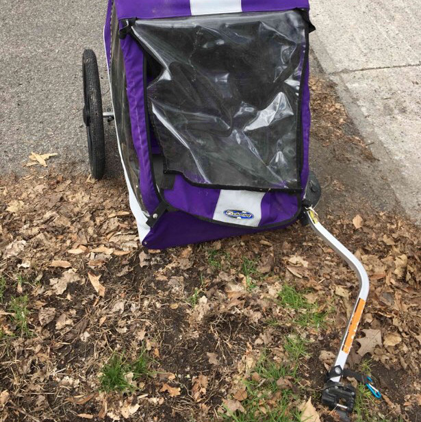 Child-carrying bike trailer