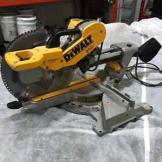 "Dewalt - 12"" Compound Sliding Mitre saw"