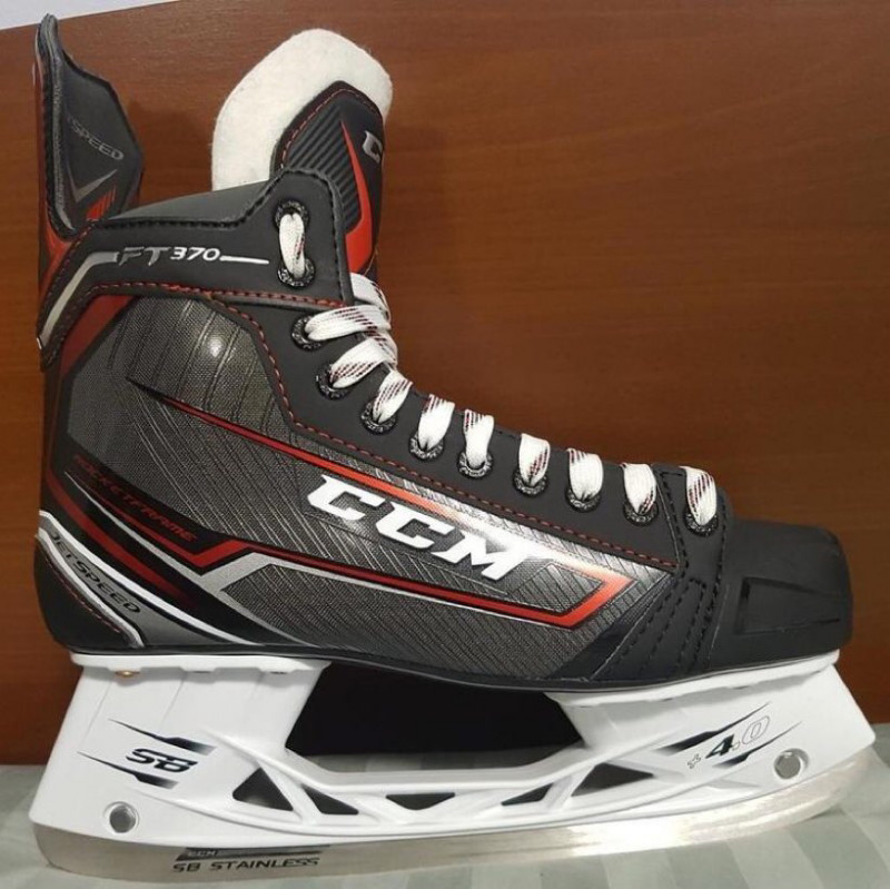 Junior hockey skates- Ccm jetspeed ft370