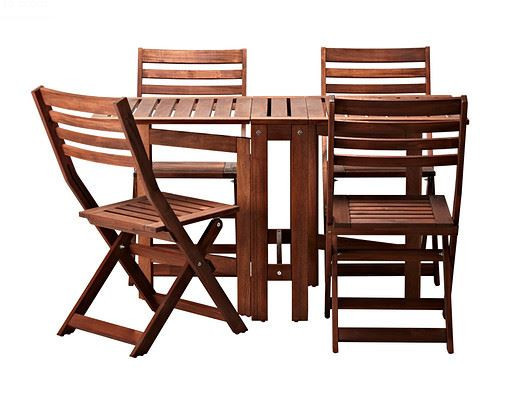 outdoor table with 4 folding chairs