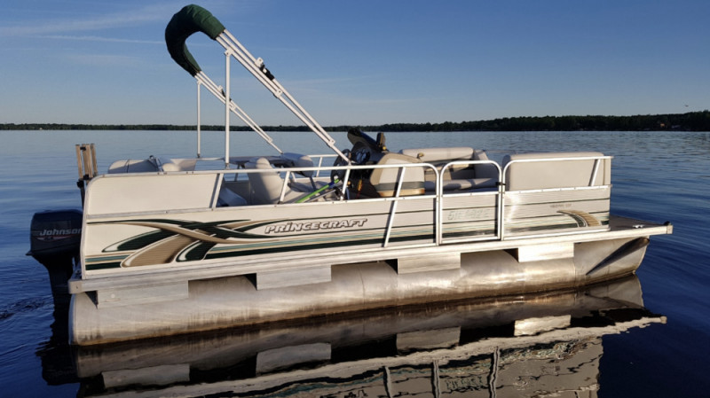 18 ft Princecraft Vectra pontoon
