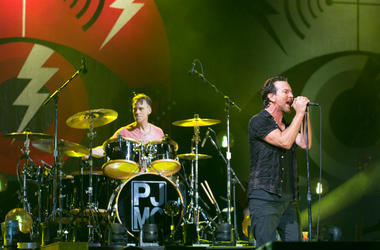 Pearl Jam performs in 2016