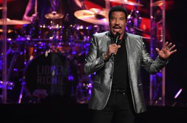Lionel Richie talks Mariah Carey, being a Grandpa, and making a difference in your community.