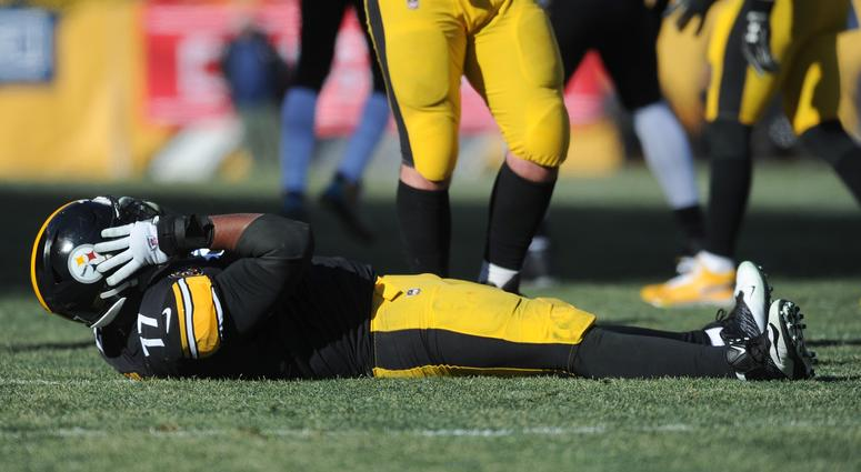 Pittsburgh Steelers right tackle Marcus Gilbert (77) grabs his helmet after being injured during the first quarter against the Jacksonville Jaguars in the AFC Divisional Playoff game