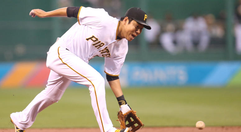 Pittsburgh Pirates third baseman Jung Ho Kang (27) fields a ground ball against the Washington Nationals during the first inning at PNC Park.