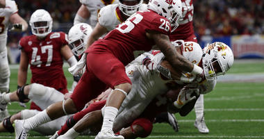 Iowa State running back David Montgomery (32) is hit by Washington State defensive back Hunter Dale