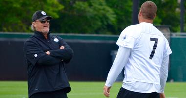 Steelers OC Randy Fichtner and QB Ben Roethlisberger talk during the team's OTA in June