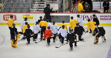 Penguins coach Mike Sullivan instructs team at practice in 2019