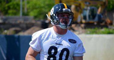 Steelers TE Jake McGee during OTAs
