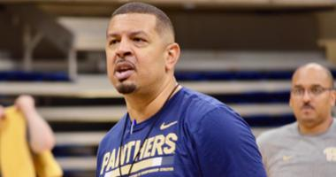 Pitt men's basketball coach Jeff Capel at practice in 2018