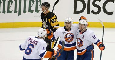 Islanders celebrate after goal vs. Penguins in Game 4