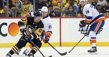 Pittsburgh Penguins center Sidney Crosby (87) handles the puck against New York Islanders center Brock Nelson (29) during the third period in game three of the first round of the 2019 Stanley Cup Playoffs