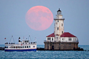 Supermoon over Chicago in November 2016