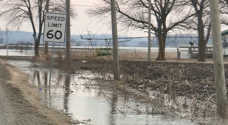 Small town residents told to evacuate because of rising Missouri River