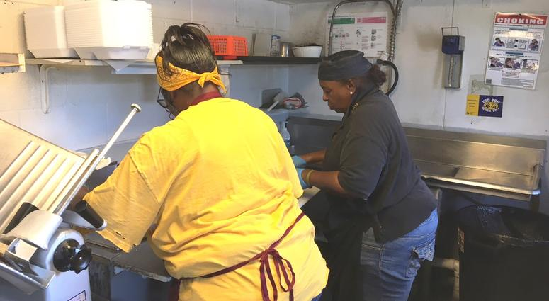 sisters attract long lines of barbeque fans in kck 98 1 kmbz fm