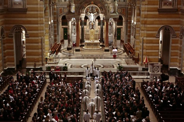 Wide view of the congregation at the Cathedral Basilica of Saint Louis.