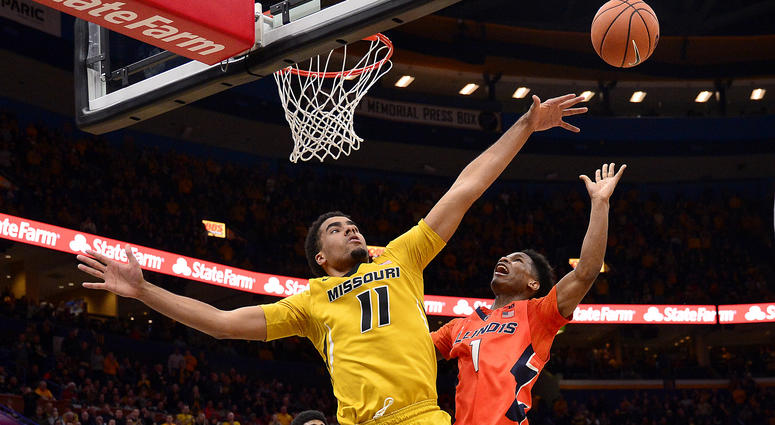 Missouri Tigers forward Jontay Porter (11) defends against Illinois Fighting Illini guard Trent Frazier